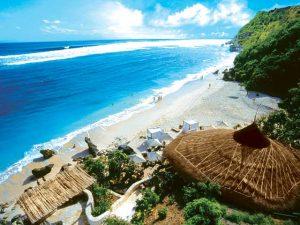 Birunya air laut di Pantai Karma Bali